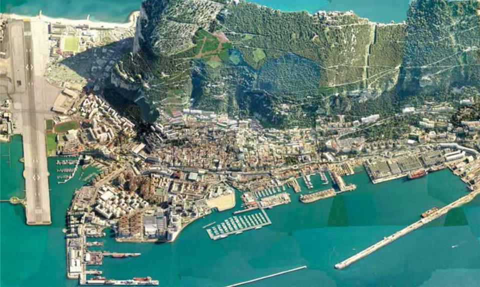 Вид сверху на Гибралтар