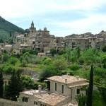 Вид ан Вальдемосу (valledemossa) с дороги